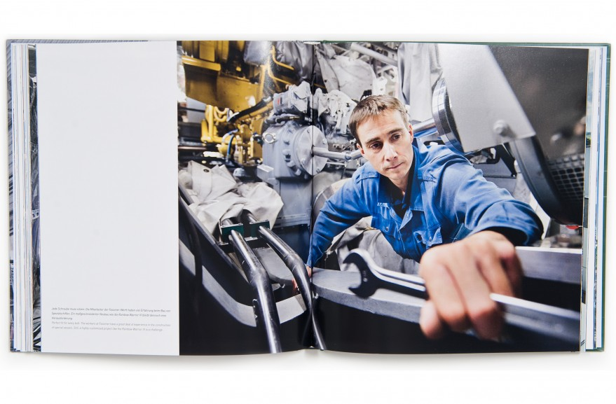 Das Buchprojekt dokumentiert den Bau der neuen Rainbow Warrior auf einer Spezial-Werft in Berne