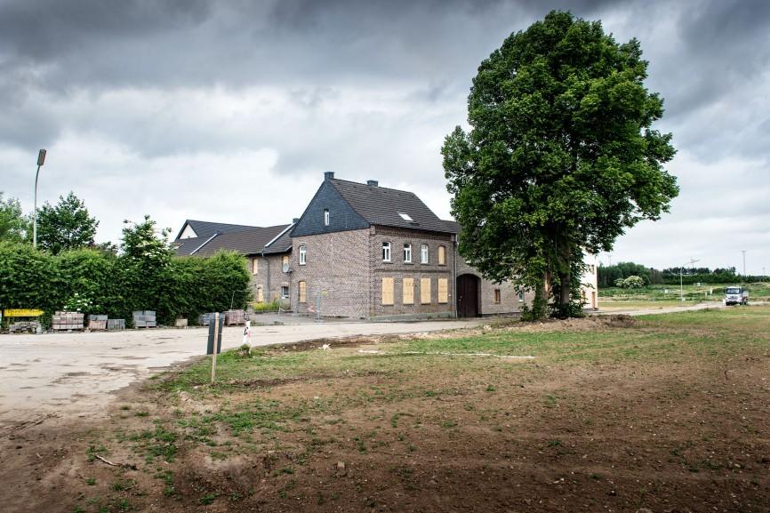 Altes Landgut in Holz, kurz vor dem Abriss des Dorfes, 2015