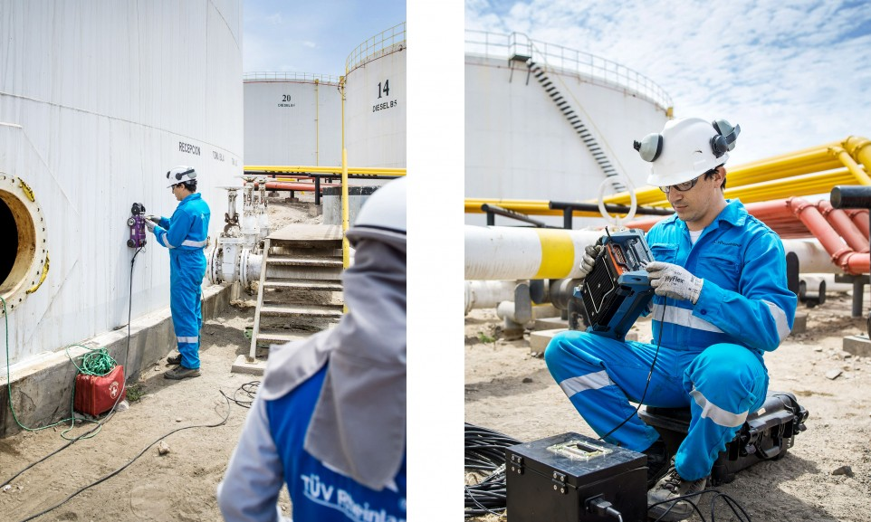 In Mollendo an der Pazifikküste nehmen TÜV-Mitarbeiter eine Materialprüfung vor.