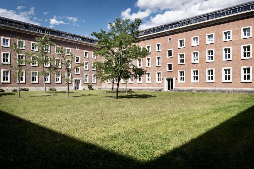 Innenhof der ehemaligen SS-Kaserne