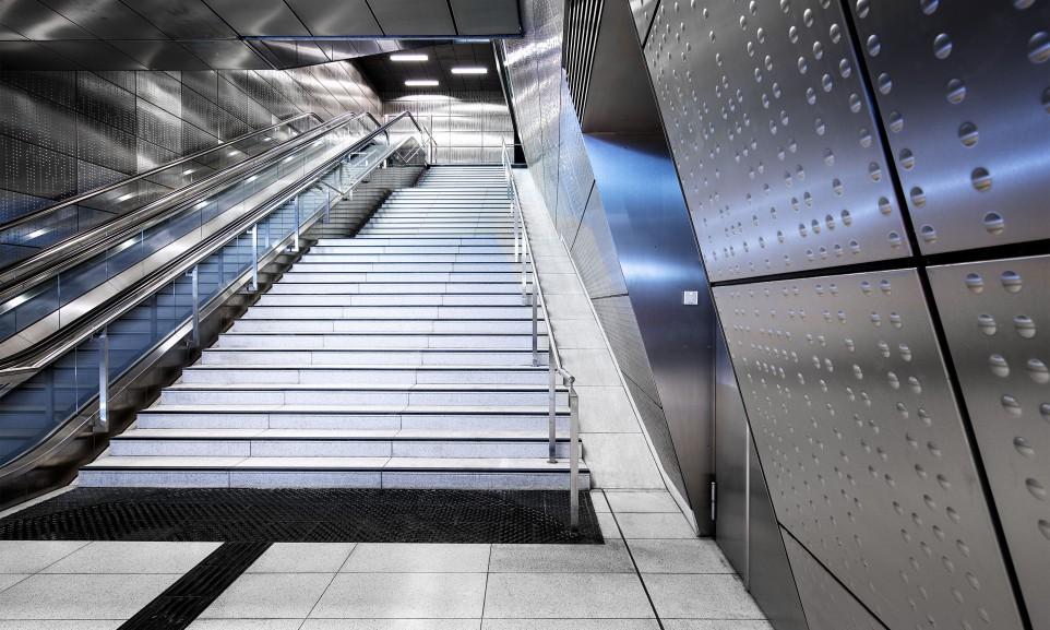 Die U-Bahn-Station Benrather Straße gehört zu den sechs aufwändig gestalteten Stationen der Wehrhahnlinie