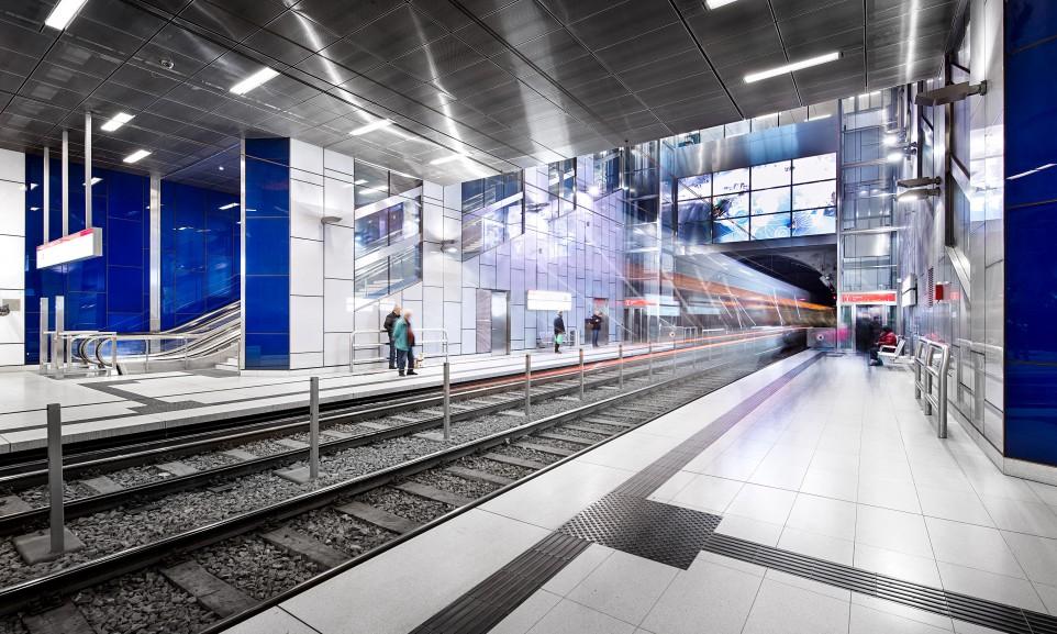 Die U-Bahn-Station Schadowstraße gehört zu den sechs aufwändig gestalteten Stationen der Wehrhahnlinie